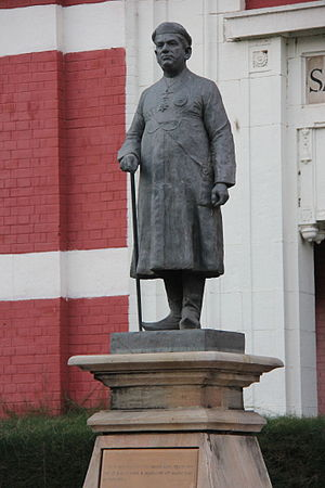 Maharaja Sayajirao University of Baroda - Statue of Sayajirao Gaekwad III in the university campus.