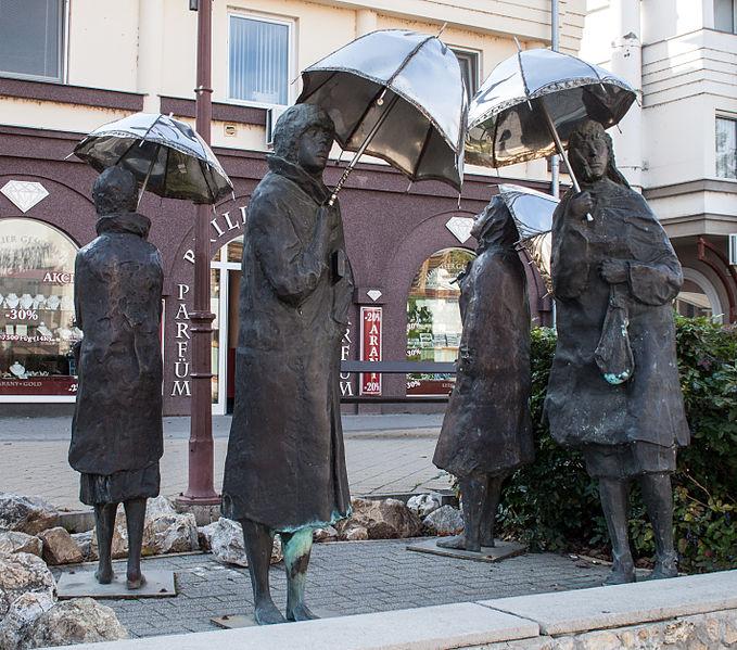 File:Sculpture of Imre Varga - Umbrellas.jpg