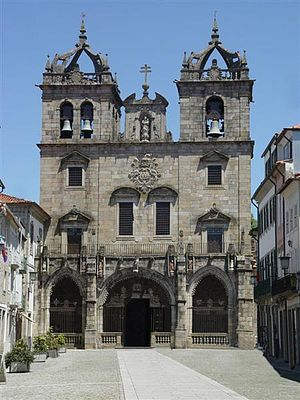 Braga Cathedral - Main façade of Braga Cathedral. The entrance gallery (galilee) with three arches is gothic (end of 15th century), but the towers and upper storeys are early baroque (17th century).