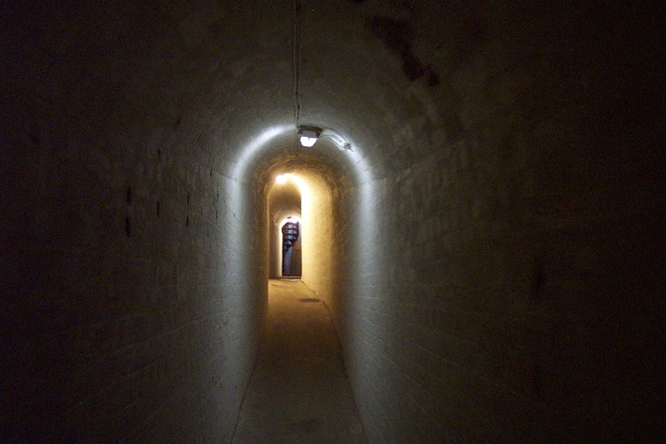 Searchlight-tunnel-old-needles-battery