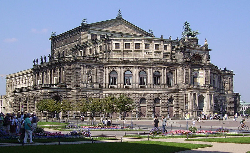 Файл:Semperoper Dresden1.jpg