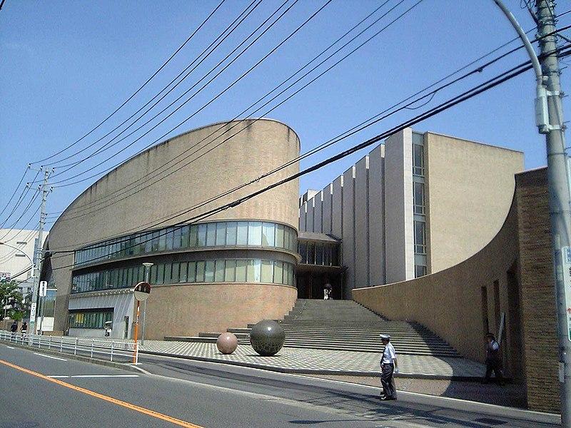 https://upload.wikimedia.org/wikipedia/commons/thumb/3/3f/Senzokugakuen.jpg/800px-Senzokugakuen.jpg