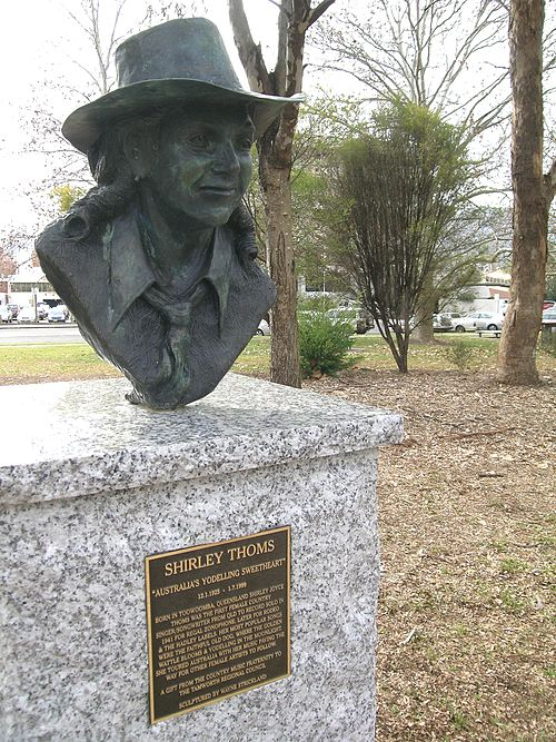 Bust of Shirley Thoms, Bicentennial Park, Tamworth, NSW Shirley THOMS.JPG