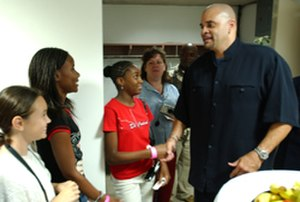 Sinbad (comedian) - Sinbad meeting with Zama American High School students in September 2004
