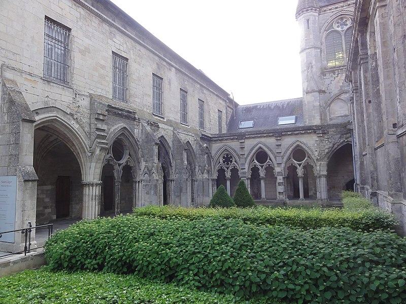 Soissons, abbatiale Saint-Léger, cloître; musée