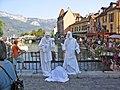 Spectacle de statues, rue Perrière à Annecy - panoramio.jpg