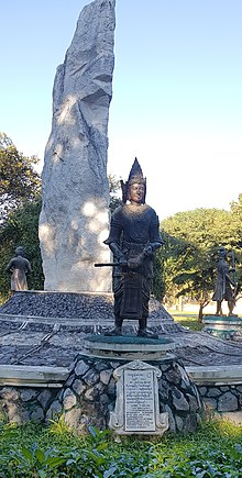Statute of King Thalun.jpg