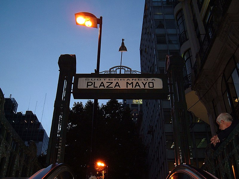 File:Subterráneo a Plaza Mayo.jpg