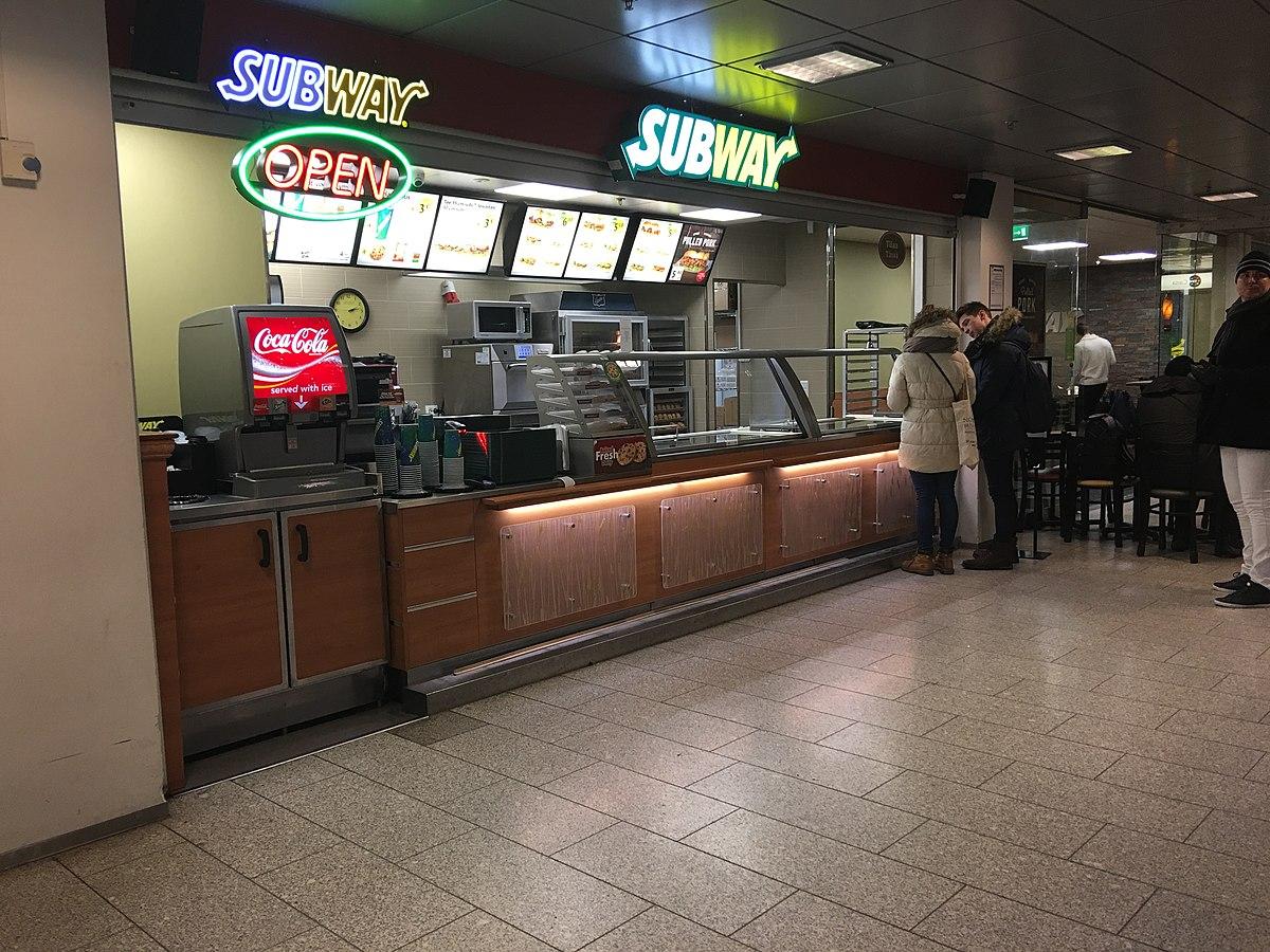 Subway Helsingin yliopiston metroasemalla.JPG