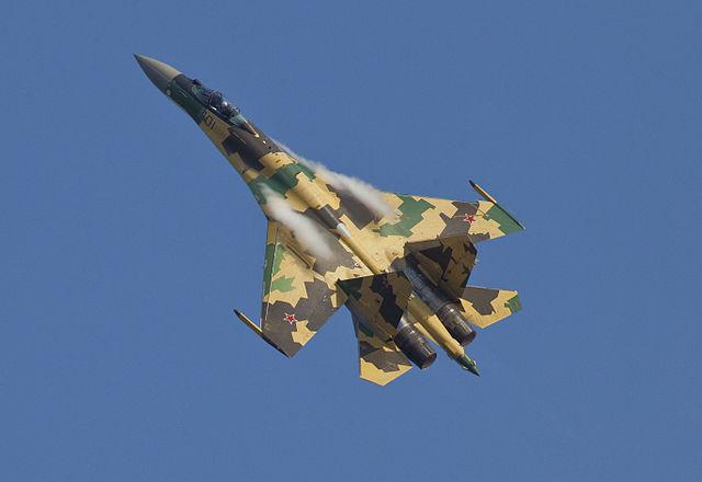 https://upload.wikimedia.org/wikipedia/commons/thumb/3/3f/Sukhoi_Su-35_MAKS%272011_Avdeev.jpg/640px-Sukhoi_Su-35_MAKS%272011_Avdeev.jpg