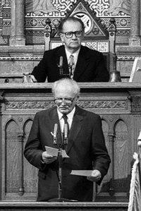 Szabad György és Göncz Árpád, 1990 (crop).jpg