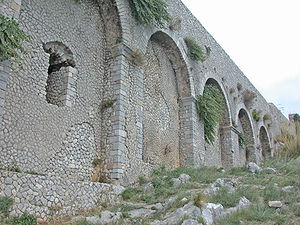 Opus incertum - Layers of opus incertum on the left side of the Temple of Iovis Anxur in Terracina, Italy.