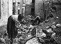 Terremoto in Calabria donne scavano.jpg