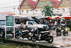 Samut Sakhon - Thachalom railway station and Wat Chong Lom