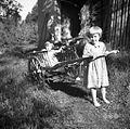 Tončka in Marija, hčerki Tušar Jakoba, Šentviška Gora 1954.jpg