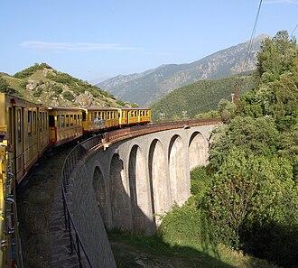 Ligne de Cerdagne - Crossing a viaduct