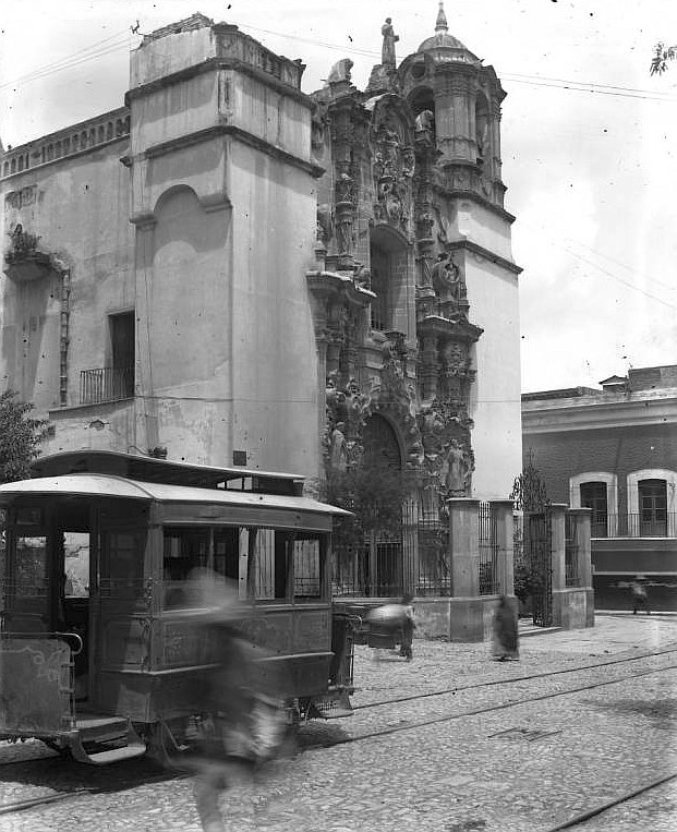 Trolley passing in front of the San Diego Church in Guanajuato, Mexico (1907)