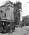 Trolley passing in front of the San Diego Church in Guanajuato, Mexico (1907).jpg