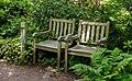 Twee bankjes in de tuin. Locatie, Tuinen Mien Ruys in Dedemsvaart.jpg