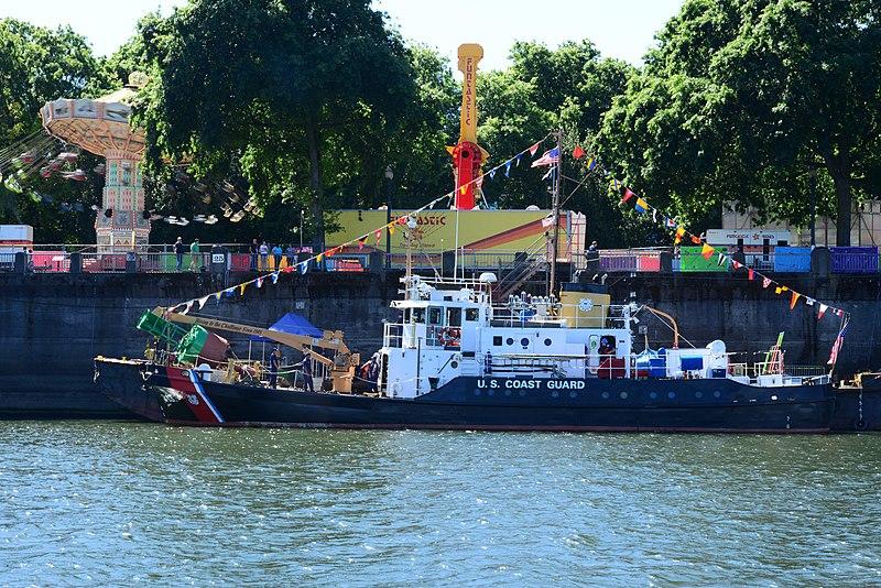File:USCGC Bluebell - 2015 Rose Festival Portland, OR.jpg