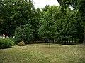 Uhříněves, Husovo náměstí, park (01).jpg