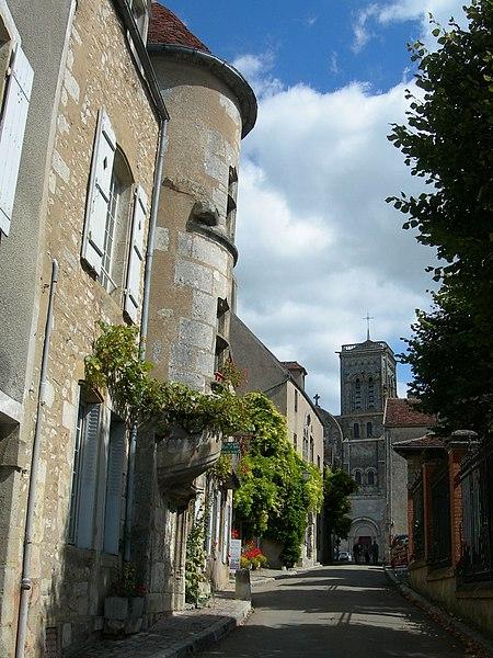 Datei:Vézelay dům se šnekem DSCN1610.JPG