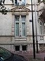 Vichy - Rue Prunelle, fenêtre à l'angle du boulevard des États-Unis.jpg