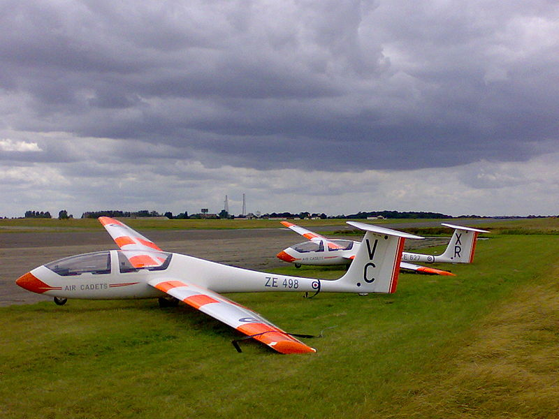File:Vikings ZE498 VC and ZE627 XR picketed at MDPGA Wethersfield on Runway 28 on the 27th July 2007.jpg