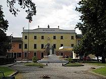 Villa Adele-Brizzi e monumento ai caduti (Terrazzo, Italy).JPG