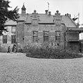 Voorgevel van het deels in de steigers staande kasteel - Ewijk - 20400892 - RCE.jpg