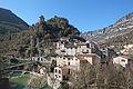 Vue du village de Roquestéron-Grasse et de l'Estéron depuis la route de Nice.JPG