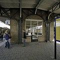 Wachtruimte op middenperron uit 1949 - Roosendaal - 20387902 - RCE.jpg