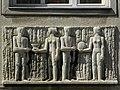 Wien-Fünfhaus - Witzelsbergergasse 16-18 - Relief Salz und Brot von Andreas Urteil.jpg