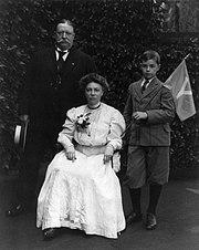 William Howard Taft and family.jpg