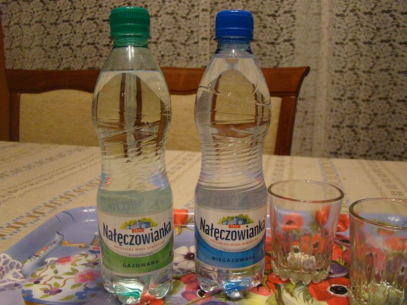 File:Woda mineralna Nałęczowianka.jpg