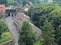 Zamek Czocha, budynek bramny i spichrz, widok z zamku.JPG