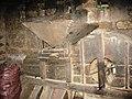 Đà Nẵng năm 2008 máy xay thủ công.jpg
