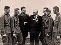 Блажевський Євген з воїнами гарнізону.jpg