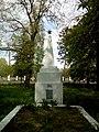 Братська могила льотчика, полковника А.П. Василенка та 18 радянських воїнів, які загинули у вересні 1943р 74-227-0079 03.jpg