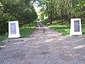 Вхід до меморіалу Дідова долина.jpg