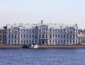 Ново-Михайловский дворец вблизи.jpg