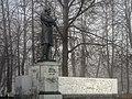 Памятник Некрасову Н.А, туманный день на волжской набережной.jpg