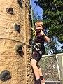 學生玩攀石.jpg