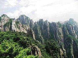 安徽黃山(雲谷纜車內拍攝) Mount. Huangshan - panoramio.jpg