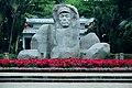 海南国际旅游岛——海口人民公园冯白驹雕像(南向) - panoramio.jpg