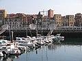 015 Dàrsena interior del port esportiu de Gijón, al fons Cimavilla i el Palacio de Revillagigedo.jpg