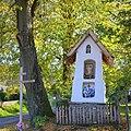 02014 Das Heiligenhäuschen an der Kreuzung Dorfstrasse in Miedzybrodzie.JPG