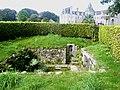 1171 Château de Keruzoret fontaine.jpg