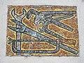 1210 Jedleseerstraße 79-95 Stg. 14 - Mosaik-Hauszeichen Schlosserwerkzeuge von Herbert Schütz 1955 IMG 0644.jpg