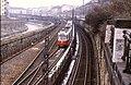 127R15210385 Stadtbahn, Blick Richtung stadteinwärts, Rampe Richtung Gumpendorferstrasse, Stadtbahn Gürtellinie, Typ E6 4905, rechts Gleise der U Bahn Linie U 4.jpg